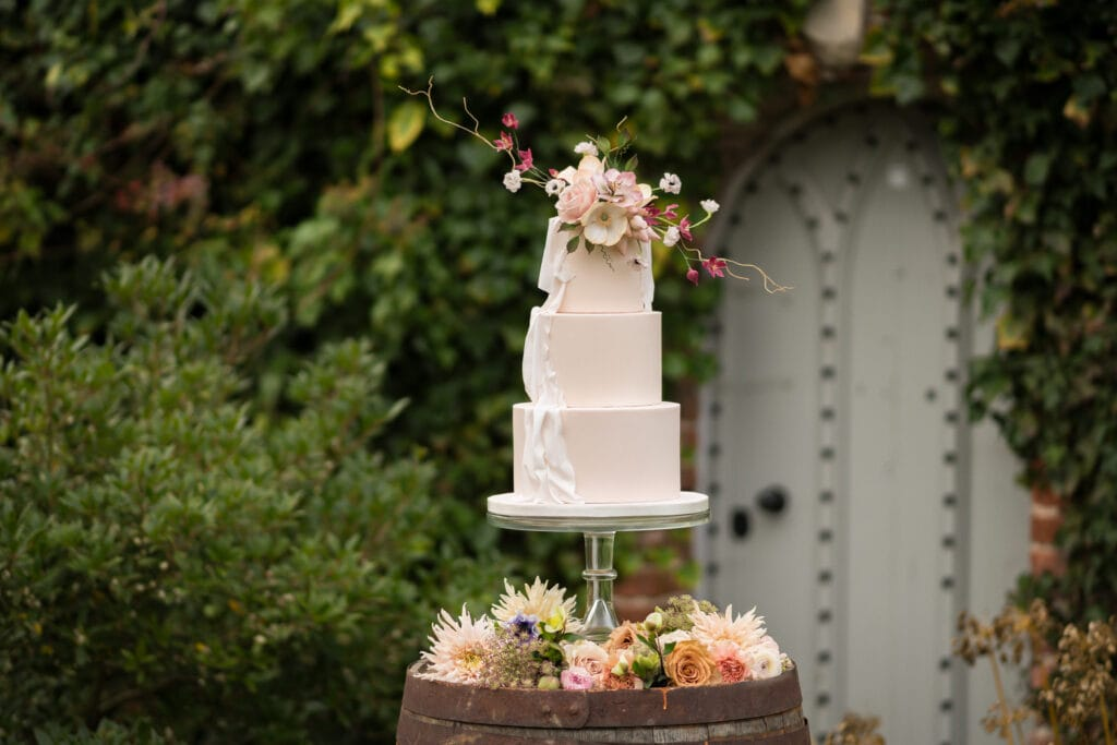Love Wedding Cakes - Amber Briggs - https://www.loveweddingcakes.co.uk/